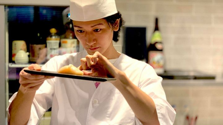 SHUN(ホスト寿司職人)年収やwiki経歴!お店のへいらっしゃい場所や口コミは?【BACKSTAGE】